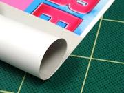 キズ防止の為更紙を挟んで丸めます